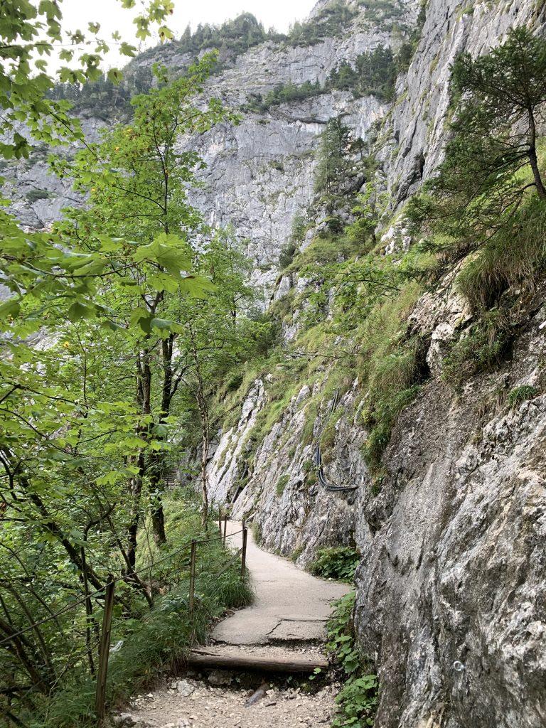 Ścieżka do wejścia w najbardziej eksponowany odcinek Höllentalklamm