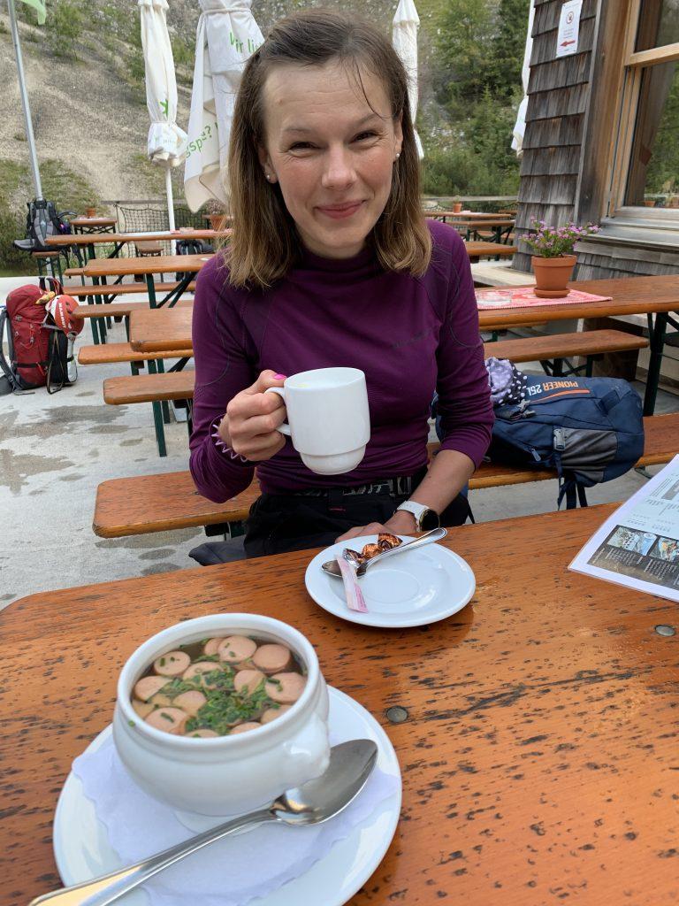 Kawusia w schronisku i rosół z parówkami w Höllentalangerhütte