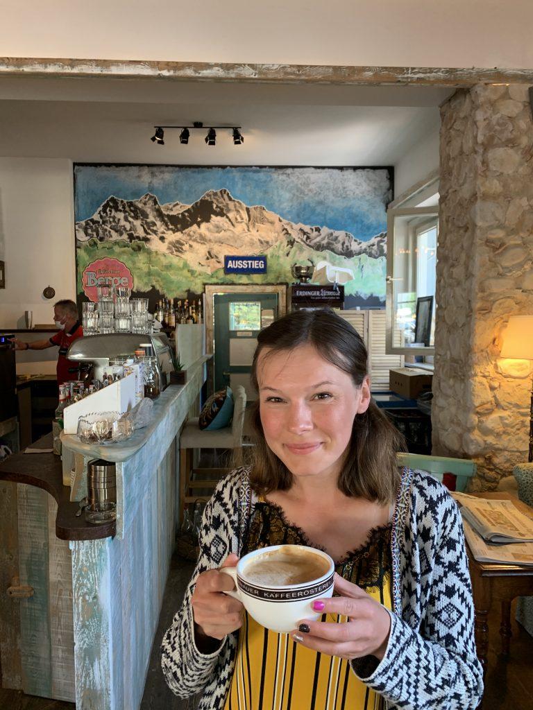 Garmisch-Partenkirchen - Klimatyczna kawiarenka blisko centrum. Polecamy!
