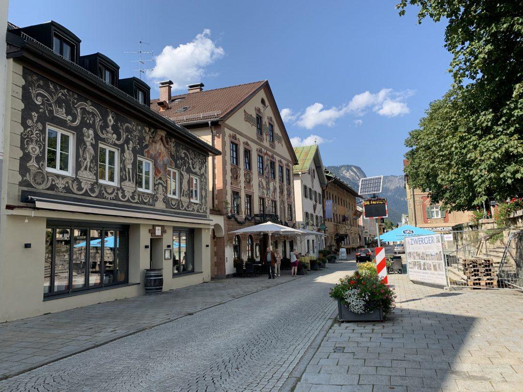 Garmisch-Partenkirchen - W stronę sklepiku z pamiątkami od Polaka