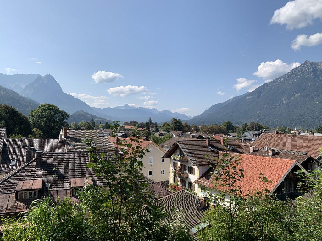 Garmisch-Partenkirchen - Starówka z widokami na Waxenstein i Krammer