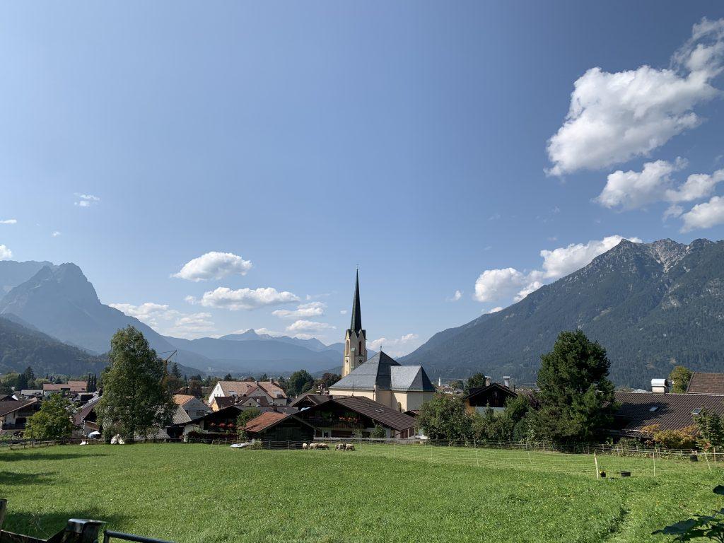 Garmisch-Partenkirchen - Widoczki z polanki na końcu unikalnej, szutrowej ścieżki