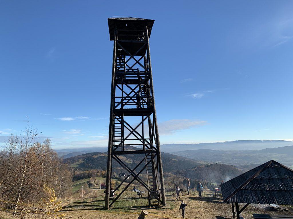 Wieża widokowa pod Jaworzem w pełnej krasie