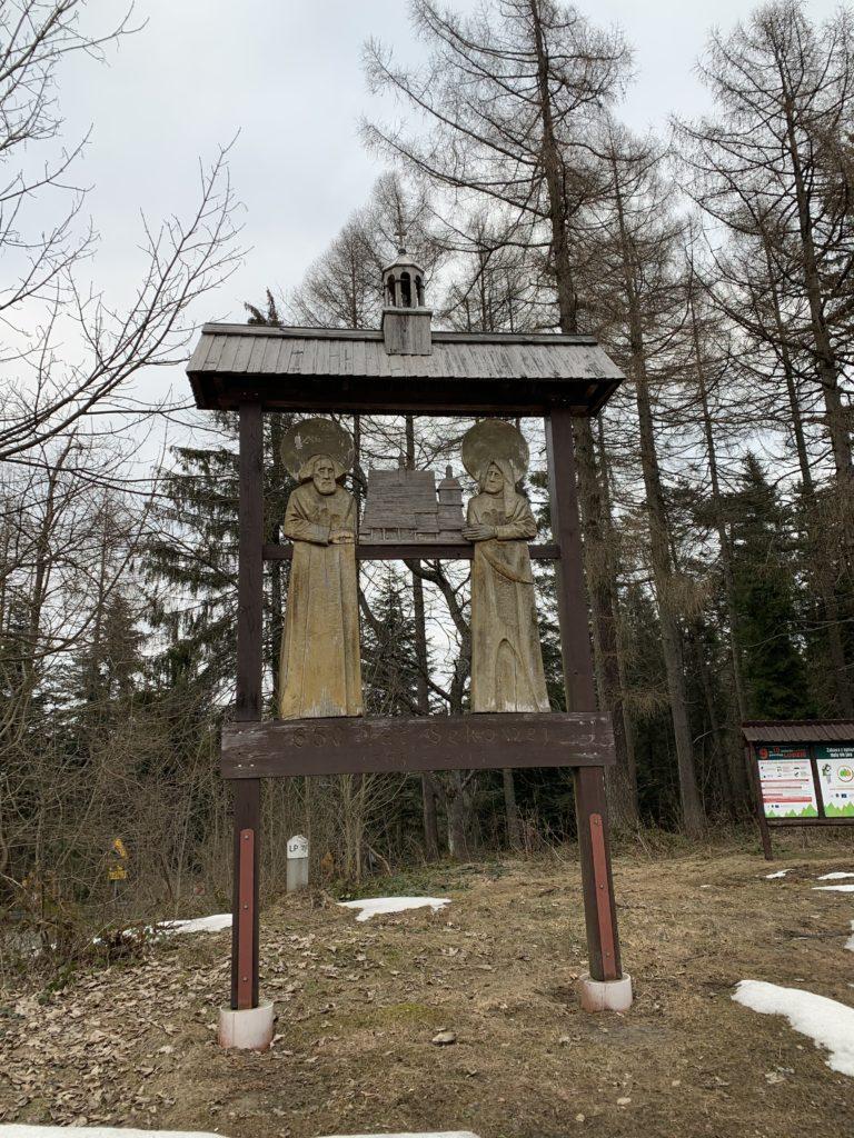 Magura Małastowska - zapewne Święci Filip i Jakub - Patroni podtrzymujący kościół w Sękowej