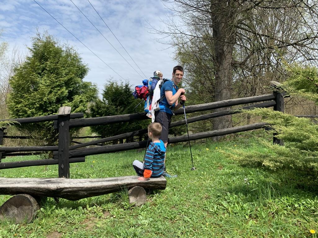 Ścieżka do Ralla - Drewniany płot kirkutu